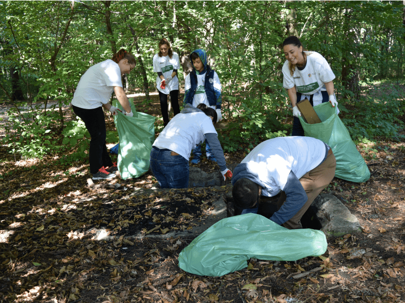 volunteers in Romania