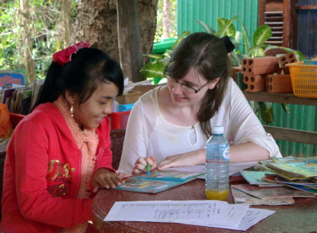 Volunteer abroad holiday for families parents children cambodia teaching adventure