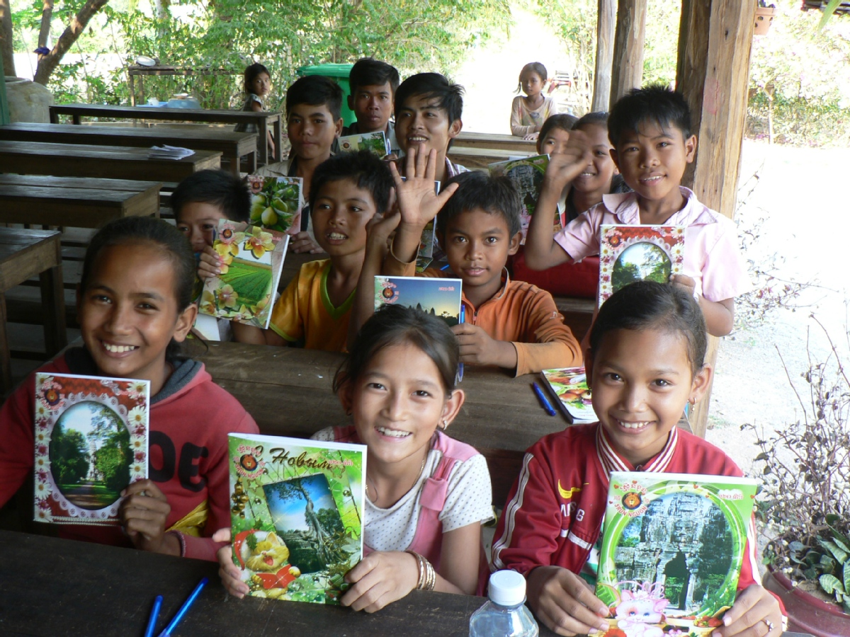 volunteer opportunities abroad family parents children holiday teaching cambodia