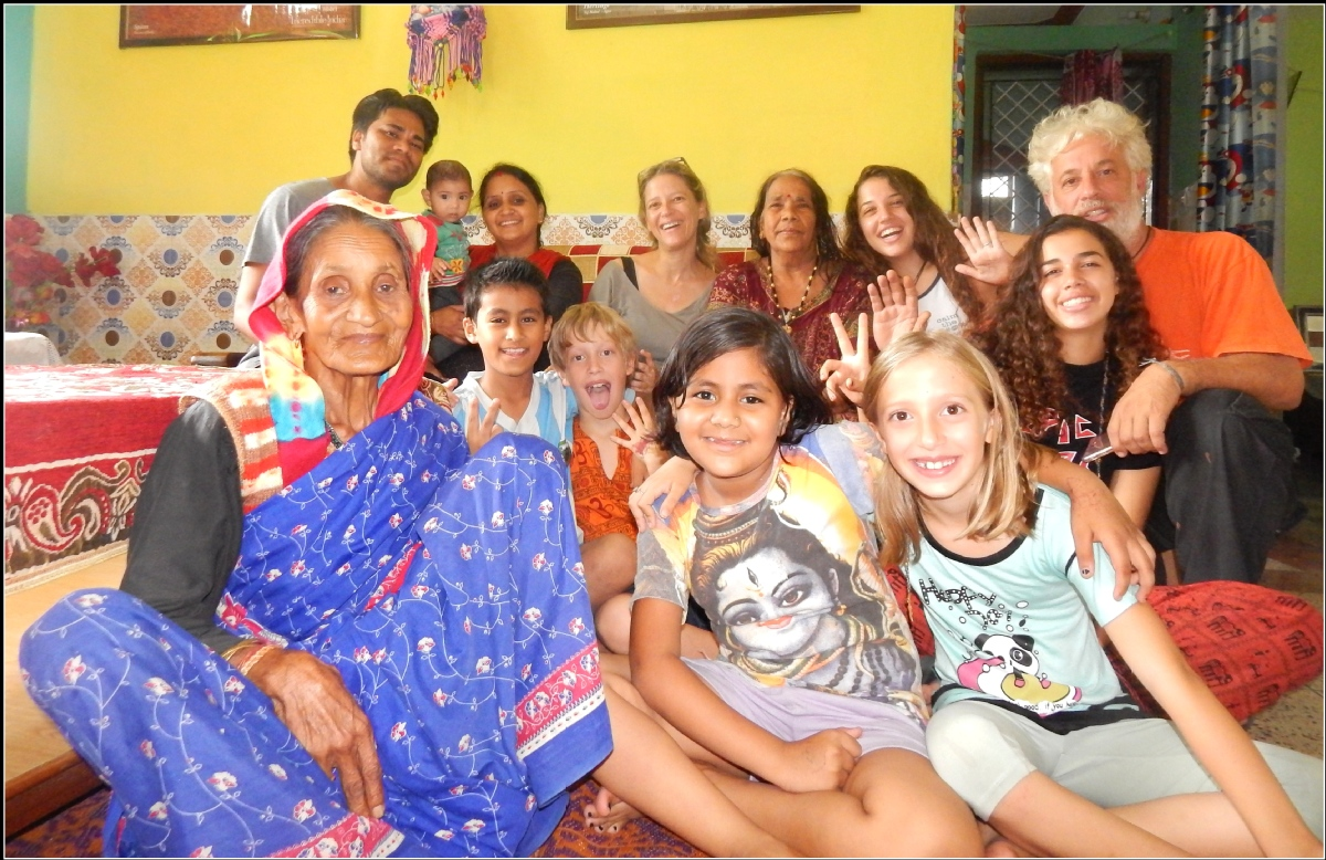 volunteer opportunities abroad holiday family parents kids children teaching india