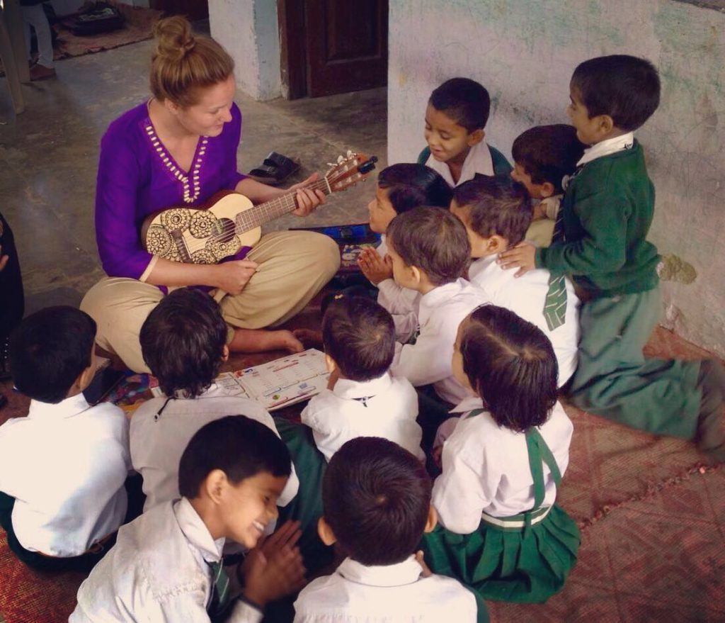 volunteer opportunities abroad holiday india himalaya teach english children school