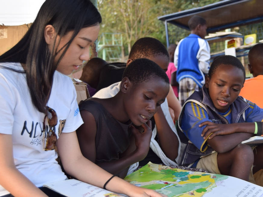 7 Revolutionary Nonprofits to Volunteer at if You Love Books